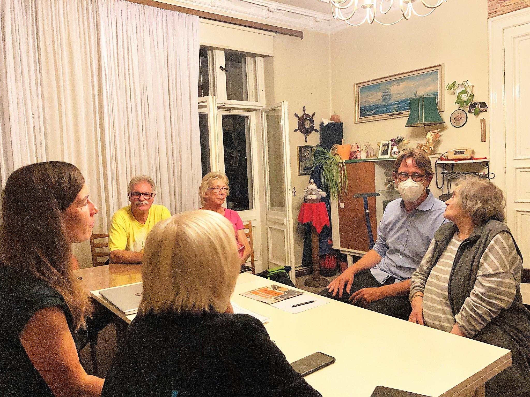 Gespräche führen | Erfahrungen teilen | Informationen sammeln – Gäste bei der Hausversammlung